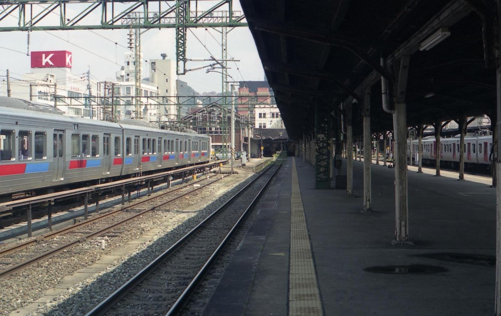 20010401a12